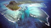 Penampakan Air Terjun Bawah Laut di Pulau Mauritius (sumber: mauritiustraveller)