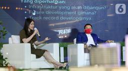Investment Storyteller Millennial Felicia Putri Tjiasaka (kiri) pada acara diskusi webinar Kota Podomoro Tenjo Pas Buat Kantong Milenial di Central Park Mall, Jakarta (25/11/2020). APG memberikan solusi terhadap kebutuhan milenial untuk berinvestasi dan memiliki properti. (Liputan6.com/Fery Pradolo)
