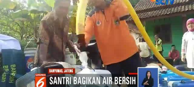 Pembagian air bersih ini mendapat sambutan hangat warga seperti di Desa Langgongsari, Kecamatan Cilongok, Banyumas.