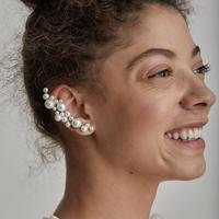 Simak deretan tren perhiasan terkini dengan sentuhan mutiara. (Foto: Lelet NY/ Instagram)
