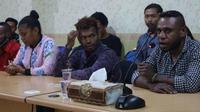 Mahasiswa Universitas Dr Soetomo (Unitomo) Surabaya menceritakan pengalaman untuk menempuh pendidikan di Surabaya, Jawa Timur (Foto: Liputan6.com/Dian Kurniawan)