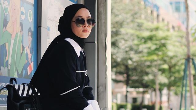 FOTO: Gaya Nissa Sabyan saat Pakai Kacamata Gelap, Tampil Menawan