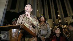 Gubernur DKI Basuki Tjahaja Purnama atau Ahok memberikan sambutan ketika mengunjungi Gereja Katedral Jakarta, Kamis (24/12). Dalam kunjungannya itu Ahok memberikan ucapan selamat merayakan Natal bagi umat kristiani. (Liputan6.com/Faizal Fanani)