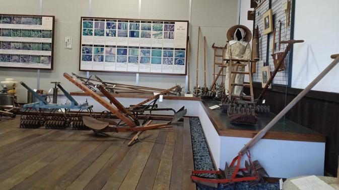 Alat pertanian di Uwa Rice Museum di Prefektur Ehime, Jepang (Liputan6.com/ Mevi Linawati)