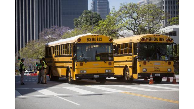 Seluruh sekolah umum di Los Angeles, Amerika Serikat, ditutup selama satu hari pada Selasa 15 Desember waktu setempat, karena adanya ancaman yang tidak disebutkan secara khusus.