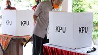 Gubernur Ganjar Pranowo berkeliling ke sejumlah Tempat Pemungutan Suara (TPS) di Kota Semarang