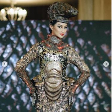 Cerita Desainer Kostum Nasional Komodo untuk Ayu Maulida, Membuat Sisik dari 5.000 Logam