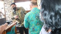 Sidak Wali Kota Medan Bobby Nasution ke Kantor Lurah Sidorame Timur.