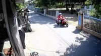 Tangkapan Layar Sebuah Video Rekaman CCTV Saat Pelaku Begal Payudara Akan Beraksi (Liputan6.com/Ahmad Adirin)