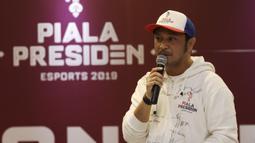 Ketua Steering Commite, Giring Ganesha, saat pengenalan 16 tim esports Piala Presiden 2019 di Gedung Krida Bhakti Setneg, Jakarta, Selasa (26/3). Final turnamen akan diselengarakan pada 30-31 Maret mendatang. (Bola.com/Yoppy Renato)