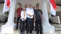 Jokowi bersama anggota Tim Transisi (foto: @aktivitasjokowi)