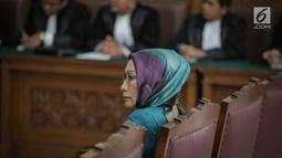 Terdakwa kasus dugaan penyebaran berita bohong atau hoaks, Ratna Sarumpaet menjalani sidang lanjutan di PN Jakarta Selatan, Selasa (19/3). Sidang Ratna Sarumpaet tersebut beragendakan pembacaan putusan sela. (Liputan6.com/Faizal Fanani)