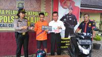 Zulkarnain, pelajar SMA di Palembang diamankan saat terbukti melakukan aksi curanmor di sekolahnya (Liputan6.com / Nefri Inge)