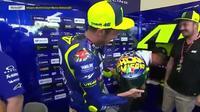 Valentino Rossi memperkenalkan desain helm terbaru dengan tema Back to Misano, disela sesi uji coba di San Marino, Italia, Sabtu (8/9/2018)