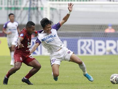 Foto: Melihat Duel Sengit Terens Puhiri Vs Edo Febriansyah Saat Borneo Fc Melawan Persita Tangerang di BRI Liga 1