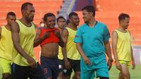 Pemain PSBS saat latihan. (Bola.com/Gatot Susetyo)
