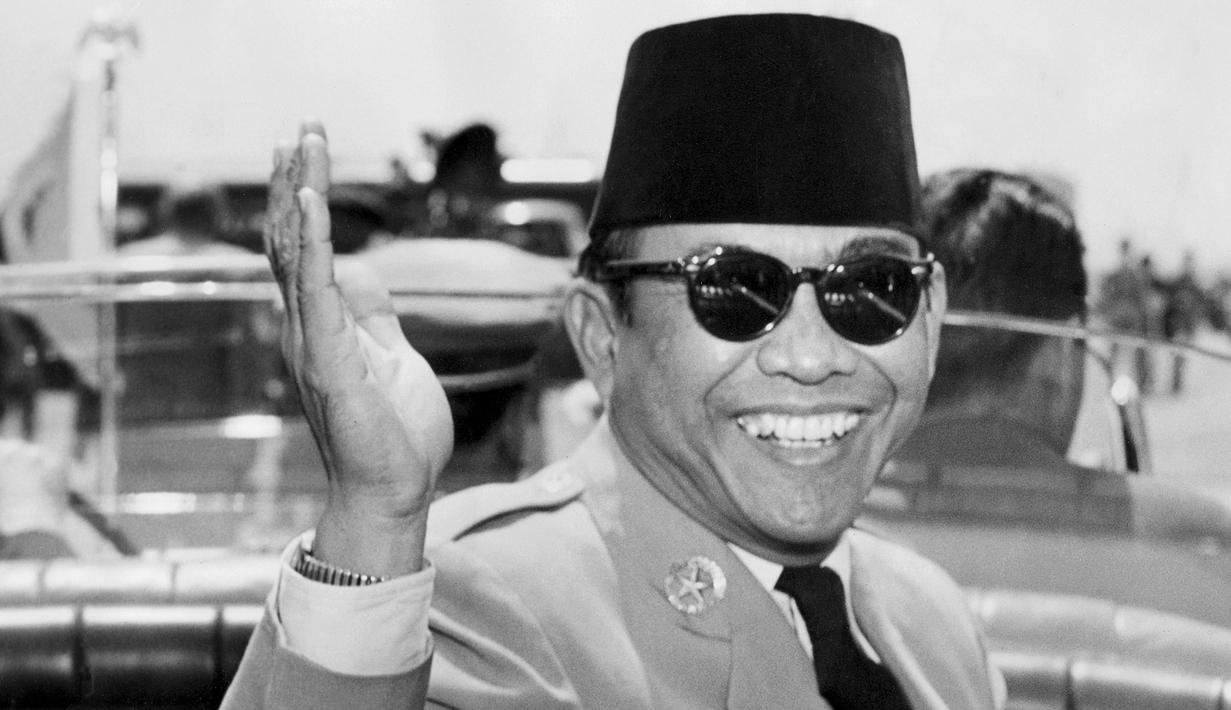 Photo Ini Gaya Presiden Ri Sukarno Yang Berpeci Dan Berkacamata Hitam News Liputan6 Com