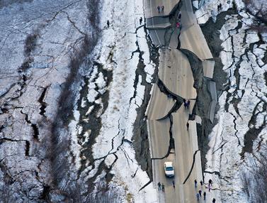 Gempa Porak-porandakan Alaska