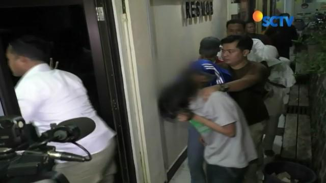 Tujuh perampok remaja di Pancoran Mas, Depok, yang aksinya sempat viral di media sosial karena terekam CCTV, ditangkap petugas saat sedang pesta miras.