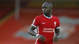 2. Sadio Mane (Liverpool) - Penyerang asal Senegal ini tampil sangat menawan bersama Liverpool saat meraih gelar juara Liga Inggris 2019/2020. Sadio Mane telah mencetak empat gol dan dua assists dari sepuluh laganya bersama Liverpool musim ini. (AFP/Phil Noble/pool)