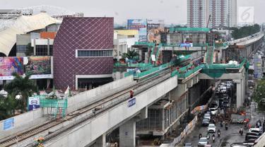 Pemandangan Jalur 5A Light Rail Transit (LRT) Kelapa Gading-Velodrome, Jakarta, Kamis (19/4). Progres pembangunan Jalur 5A LRT Kelapa Gading-Velodrome telah mencapai 70 persen. (Merdeka.com/Iqbal Nugroho)