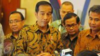 Saat rapat persiapan HUT Korpri ke 45, Menpan-RB Asman Abnur menyampaikan pesan Presiden Jokowi kepada para peserta rapat.