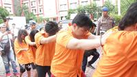 Para tersangka dan korban jaringan perdagangan manusia berkedok penempatan pekerja migran Indonesia di Malaysia. (foto: Liputan6.com / ajang nurdin)