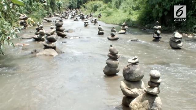 Seorang pria ternyata menjadi pembuat fenomena batu bertumpuk pada sebuah sungai di Sukabumi.
