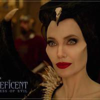 Angelina Jolie menggunakan lipstik merah mencolok untuk Maleficent. Tampilannya bisa kamu sontek untuk halloween look (Foto: instagram/disneymaleficent)