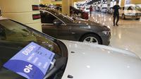 Deretan mobil bekas yang dijual di kawasan Jakarta, Senin (23/11/2020). Pasar mobil bekas diprediksi akan meningkat menjelang akhir tahun karena kondisi perekonomian yang saat ini mulai membaik. (Liputan6.com/Angga Yuniar)