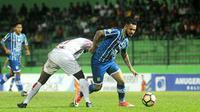 Marlon da Silva (Persiba Balikpapan) saat melawan Persipura, Senin (22/5/2017). (Bola.com/Iwan Setiawan)