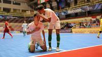 Pemain Timnas Futsal Indonesia U-20 merayakan gol ke gawang Vietnam dalam laga perempat final Piala AFC Futsal U-20 2019 di Shahid Poursharifi Arena, Tabriz, Iran, Selasa (18/6/2019). Indonesia melangkah ke semifinal setelah menang 7-5 atas Vietnam (AFC)