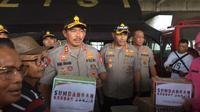 Kapolda Metro Jaya meninjau warga terdampak banjir Jakarta, Selasa (25/2/2020). (Liputan6.com/Ady Anugrahadi)
