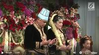 Busana pengantin resepsi malam pernikahan Kahiyang Ayu-Bobby Nasution (Foto: Liputan6.com)