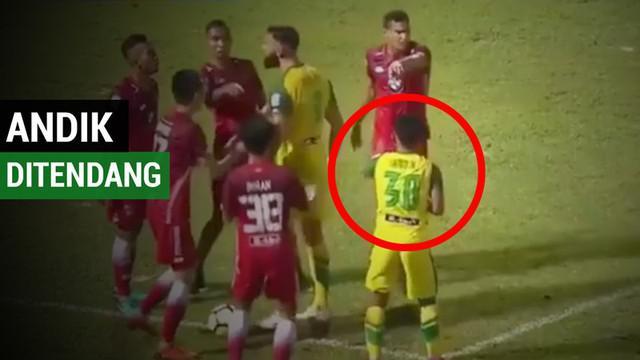Berita video insiden Andik Vermansah disikut dan ditendang di Liga Super Malaysia pada laga Kelantan FA kontra Kedah FA.