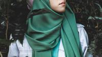 cara memakai hijab pashmina (Sumber: Unsplash)