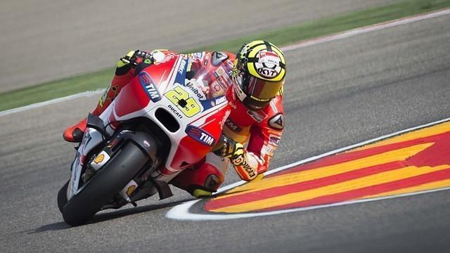 Andre Iannone terpilih sebagai pebalap dengan manuver terbaik di MotoGP 2015. Pada seri GP Indianapolis, Iannone menyalip Valentino Rossi dan Marc Marquez langsung.
