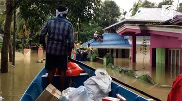 Banjir terburuk yang melanda India membuat ratusan ribu penduduk mengungsi. Tak hanya itu, banjir juga memakan banyak korban jiwa.