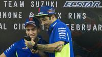 Dua pebalap Suzuki, Andrea Iannone dan Alex Rins, saat berada di Sirkuit Sentul, Bogor, Sabtu (3/2/2018). (Bola.com/[12:59 PM, 2/3/2018] Tyo Bola: Asprilla Dwi Adha)