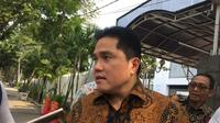 Menteri BUMN Erick Thohir temui Gubernur DKI Jakarta Anies Baswedan di Balai Kota. (Merdeka.com/Dwi Aditya Putra)