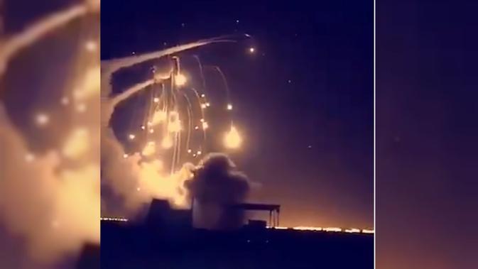 Video Dramatis Rudal Arab Saudi Hentikan Misil Houthi di Langit Riyadh (video grab dari Al Arabiya)