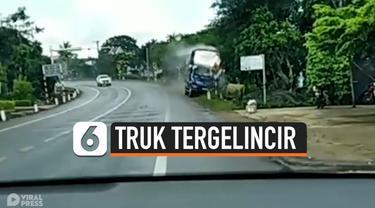 TRUK TERGELINCIR