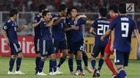Pemain Jepang U-19 merayakan gol ke gawang Indonesia U-19 pada perempat final Piala AFC U-19 2018 di Stadion GBK, Jakarta, Minggu (28/10). Indonesia kalah 0-2. (Liputan6.com/Helmi Fithriansyah)