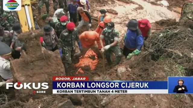 Yusuf (17) ditemukan tak jauh dari rumah korban yang tertimpa material longsor Cijeruk.