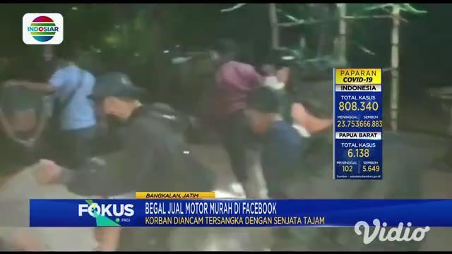Inilah video detik-detik dua pelaku begal di Bangkalan, Jawa Timur, ditangkap polisi dalam sebuah rumah yang tersembunyi. Tanpa melakukan perlawanan, kedua pelaku langsung dibawa ke Mapolres Bangkalan.