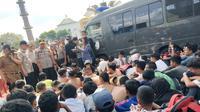 Puluhan pelajar STM di Kota Palembang diamankan polisi saat hendak berkumpul menggelar demo (Liputan6.com / Nefri Inge)