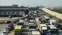 Volume kendaraan di Tol Cikarang Utama mengalami peningkatan dibanding kemarin. Sementara itu, arus balik di Cikampek mulai padat.