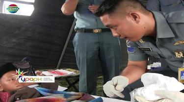 YPAPK SCTV-Indosiar, bersama TNI Angkatan Laut Lantamal I Belawan, menggelar bakti sosial pengobatan dan khitanan gratis di Kampung Kurnia, Kecamatan Medan Belawan, Medan, Sumatra Utara.