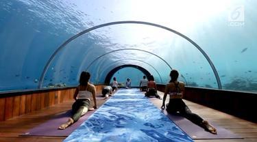 Sebuah resort di Maladewa menawarkan tempat yoga di bawah laut dengan pemandangan luar biasa indah.