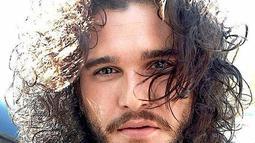 Aktor yang berdarah Inggris ini, lahir di London dan telah menerima berbagai penghargaan selama karirnya sebagai aktor. Baik sebagai aktor utama maupun sebagai pemeran pendukung. (Liputan6.com/IG/kitharingtonn)